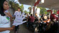 Aksi Kampanye 'Move On Premium' oleh komunitas Saparinduan (mobil dan motor) di SPBU Tabing Padang, Kamis 19 Desember 2019. Foto : Istimewa