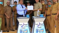 Bank Nagari Cabang Payakumbuh memberikan bantuan 10 unit westafel portable ke Pemko Payakumbuh, Senin 8 Februari 2021. Foto : Istimewa